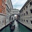 Turismo, le 54 mila imprese in Italia impiegano oltre 323 mila addetti